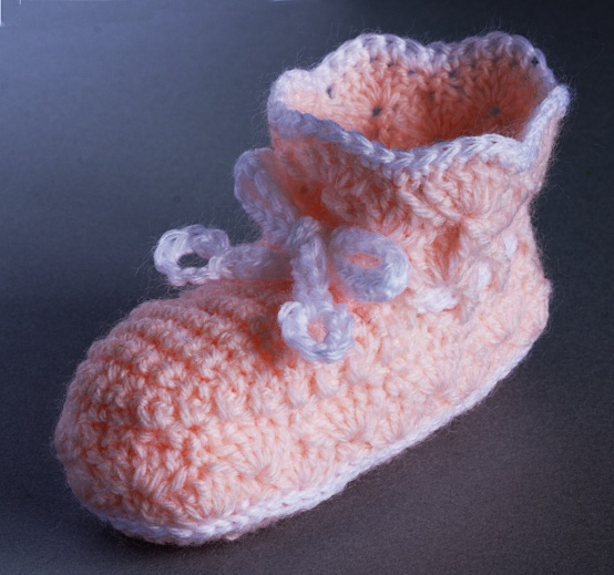 Free Vintage Styled Shell Stitch Bootees Crochet Pattern