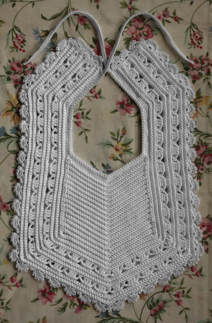 Heirloom Crochet Bib Free Pattern ⋆ Free Baby Crochet